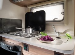 1200x798-CARAVANS_Caravans-Interior-features_Aviva_05_516_AVIVA_LITE_390_PS_kitchen_4BC5912